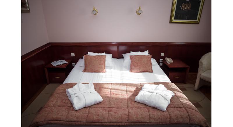 Dvokrevetna / francuski krevet